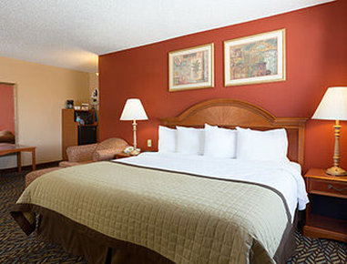 Baymont by wyndham oklahoma city airport in oklahoma city ok 73108 citysearch for Wyndham garden oklahoma city airport