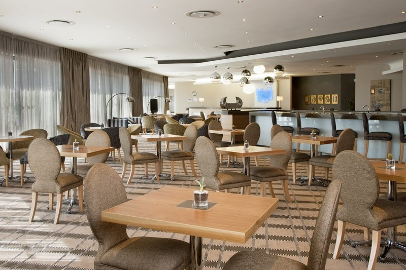 Holiday Inn Express Pretoria-Sunnypark Bar/lounge