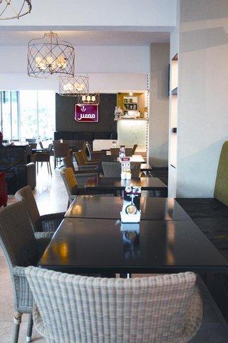 Belaire Suites Hotel - Interior Cafe