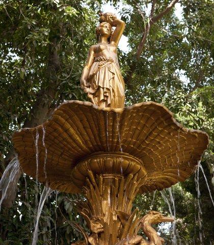 فندق ماريوت القاهرة و كازينو عمر الخيام - Antique Fountain in Gardens