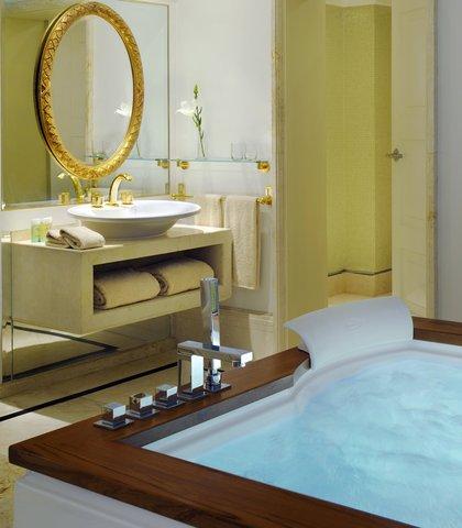 فندق ماريوت القاهرة و كازينو عمر الخيام - Royal Suite Bathroom