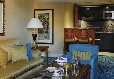 فندق ماريوت القاهرة و كازينو عمر الخيام - Diplomatic Suite Living Room   Kitchenette