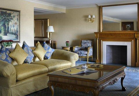 فندق ماريوت القاهرة و كازينو عمر الخيام - Ambassador Suite Living Room