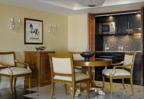 فندق ماريوت القاهرة و كازينو عمر الخيام - Ambassador Suite Dining   Kitchenette