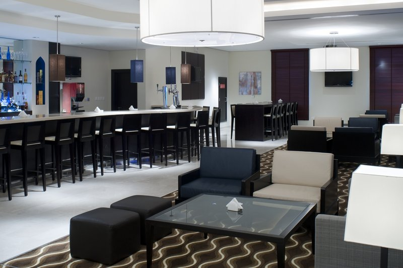 Holiday Inn Express Dubai Airport Bar/lounge