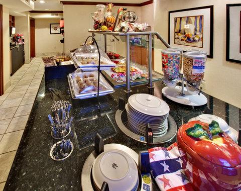 Staybridge Suites DAVENPORT - Breakfast Bar