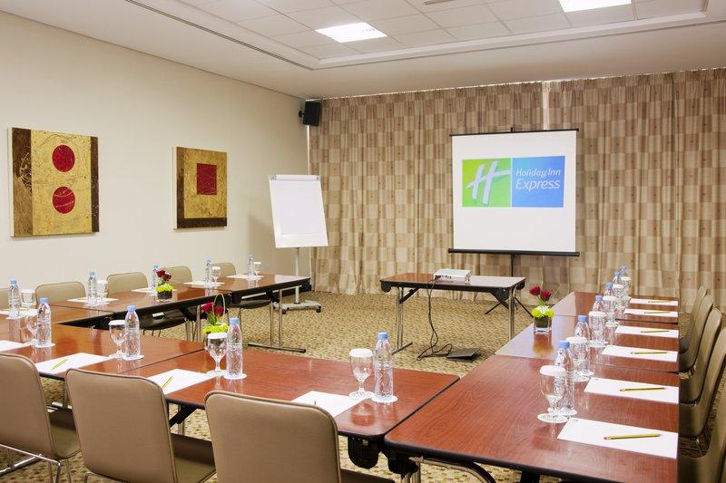 Holiday Inn Express Dubai-Internet City Sala convegni