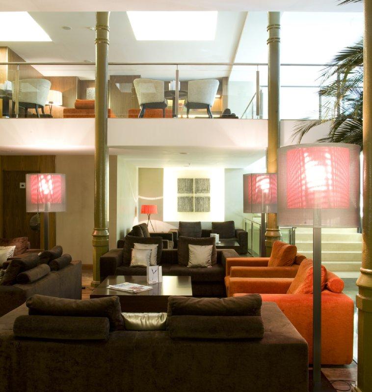 Hotel Catalonia Ramblas Бар/гостиная