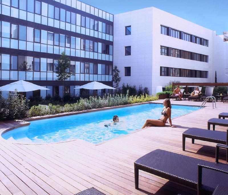 Hotel Catalonia Ramblas Вид на бассейн