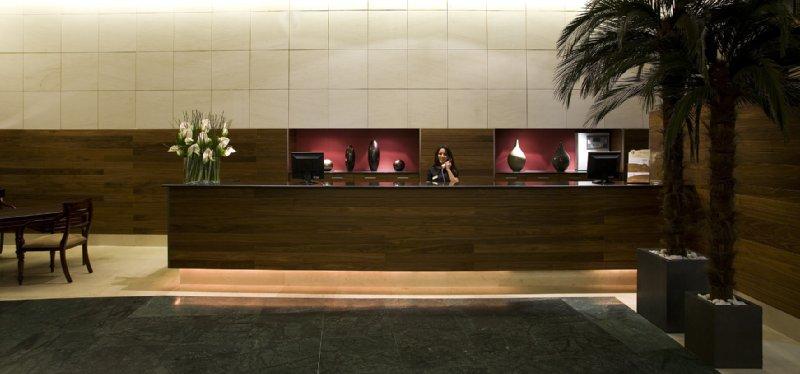Hotel Catalonia Ramblas Вестибюль