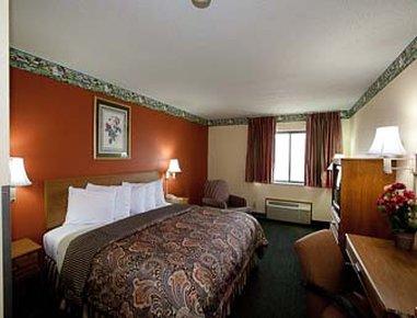 Super 8 Jacksonville - Standard King Guest Room