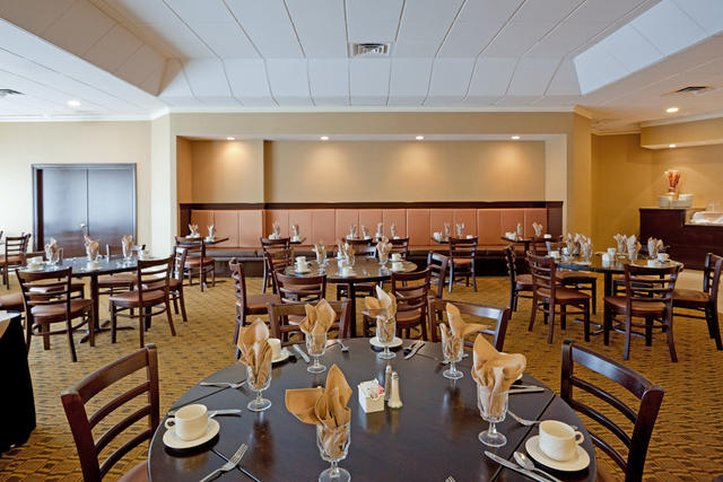 Holiday Inn Hotel & Suites Boston Peabody Gastronomy