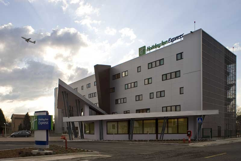 Holiday Inn Express Milan-Malpensa Airport 外景