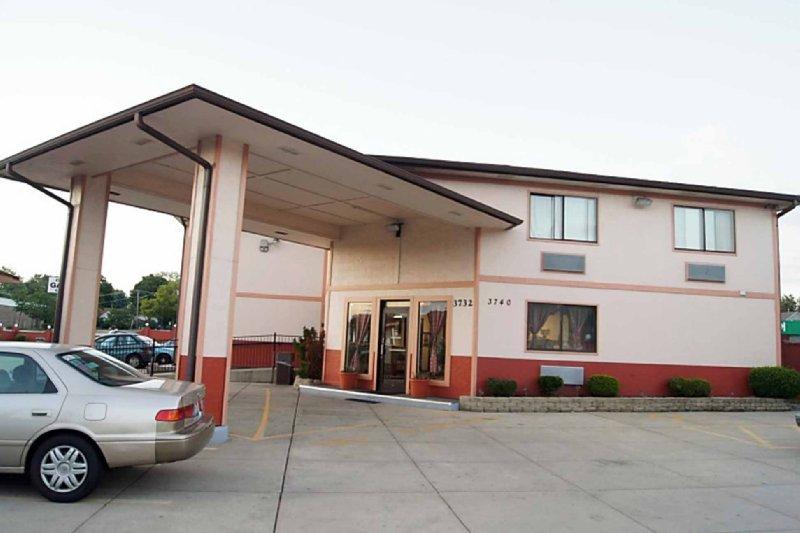 Econo Lodge - Gurnee, IL