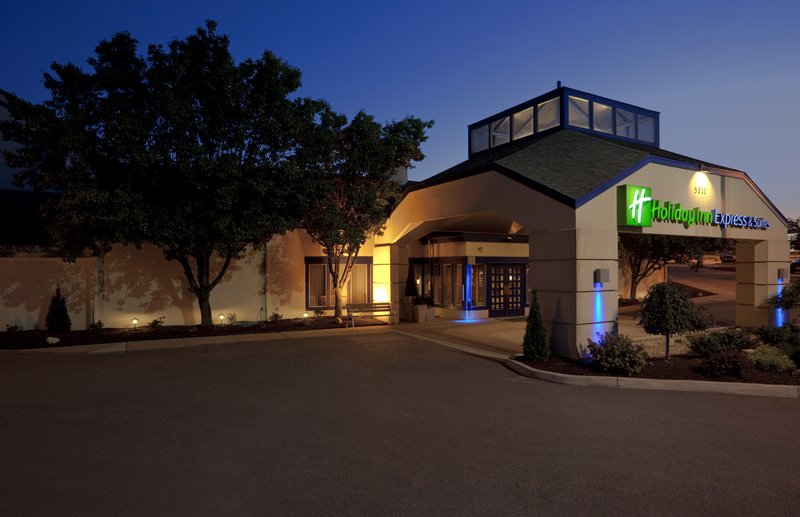 Holiday Inn Express & Suites PITTSBURGH AIRPORT - Pittsburgh, PA
