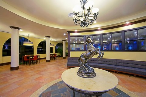 Holiday Inn EL PASO-SUNLAND PK DR & I-10 W - Relax and visit in our El Paso hotel lobby