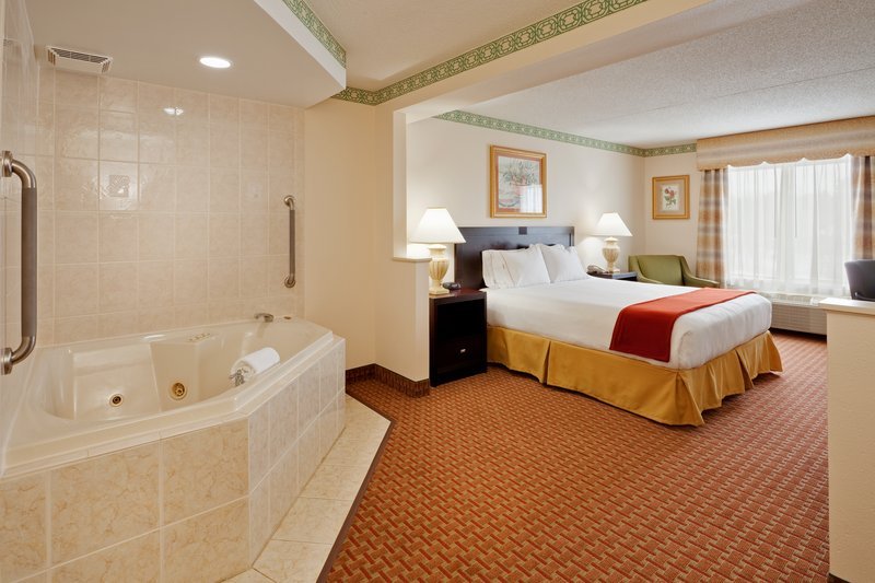Holiday Inn Express & Suites EASTON - Erie, PA