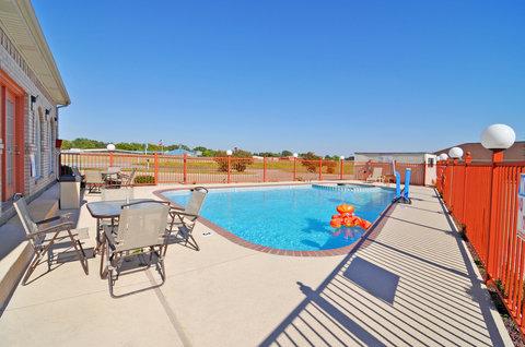 BEST WESTERN La Hacienda Inn - Swimming Pool