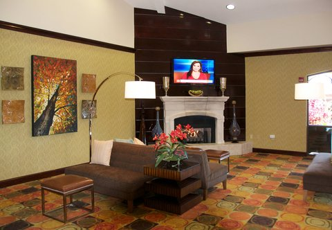 希科里萬怡酒店 - Lobby Fireplace