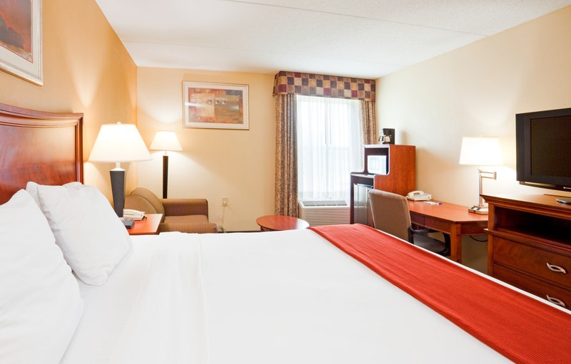Holiday Inn Express & Suites FAYETTEVILLE-FT. BRAGG - Fayetteville, NC