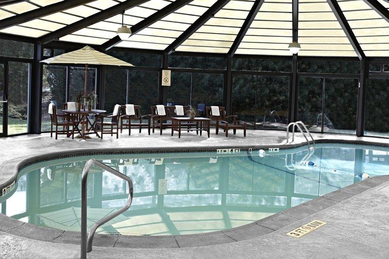 Crowne Plaza Hotel Philadelphia West 游泳池视图