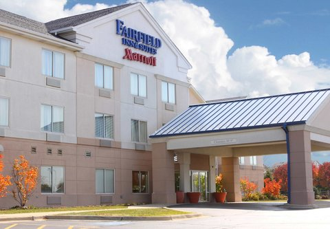 Fairfield Inn And Suites St Charles Hotel - Exterior