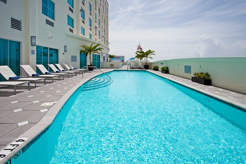 Crowne Plaza FT. LAUDERDALE AIRPORT/CRUISE - Swimming Pool on the 5th Floor