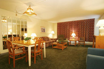 Fireside Resort Inn and Suites Gilford - Suitelivingroom