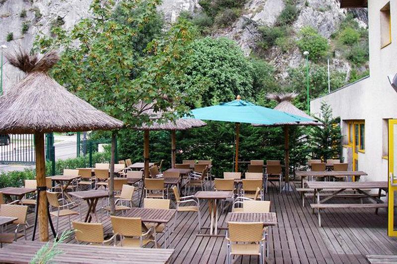 Comfort Hotel Grenoble St. Egreve Poolansicht