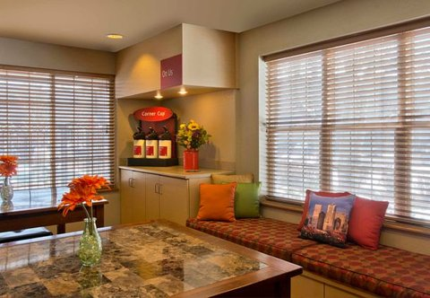 TownePlace Suites by Marriott Denver SE - Lobby