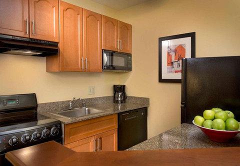 TownePlace Suites by Marriott Denver SE - Suite Kitchen