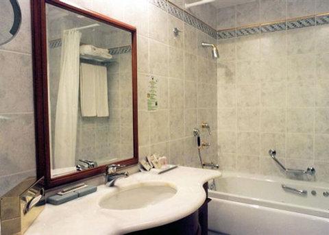 فندق غراند أوروبا - Bathroom