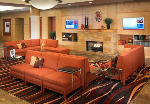 Cincinnati Kingsgate Conference Center Hotel - Lobby Seating Area