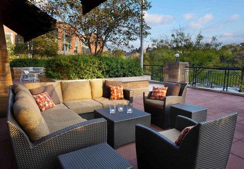 Cincinnati Kingsgate Conference Center Hotel - Bearcat Lounge Patio