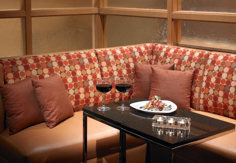 Cincinnati Kingsgate Conference Center Hotel - Bearcat Lounge - Dining Area