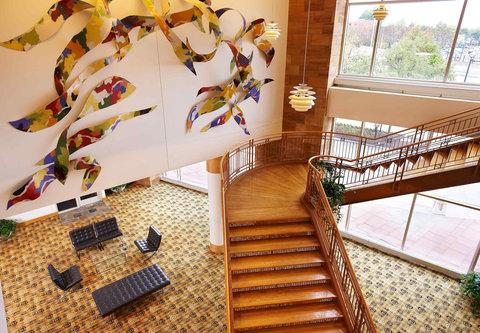Cincinnati Kingsgate Conference Center Hotel - Grand Staircase