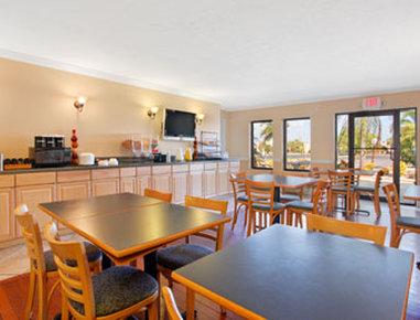 Ramada Limited Fort Myers Hotel - Breakfast Area
