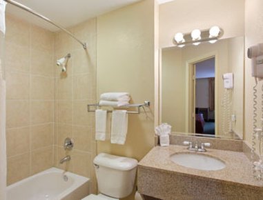 Ramada Limited Fort Myers Hotel - Bathroom