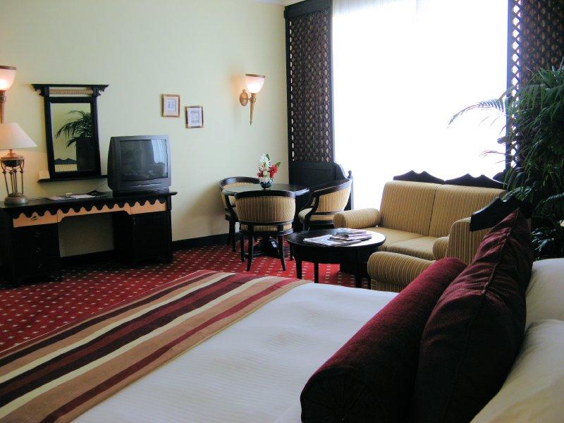 Millennium Dubai Airport Hotel Sviitti