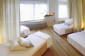 Room - Mandarin Oriental Hotel New York