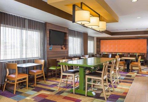 Fairfield Inn & Suites Holland - Lobby Sitting Area