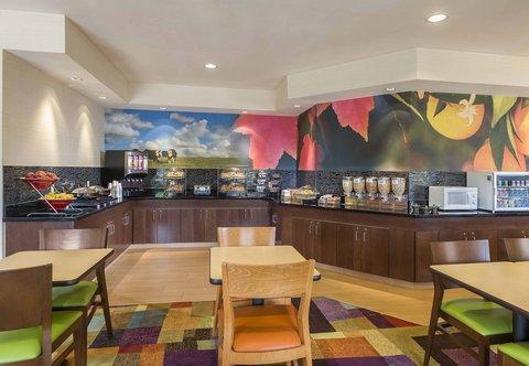 Fairfield Inn & Suites Holland - Breakfast Buffet