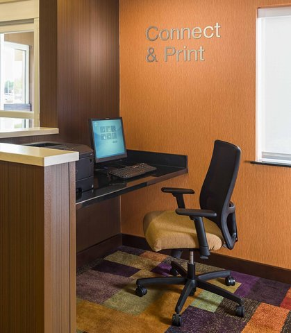 Fairfield Inn & Suites Holland - Business Center