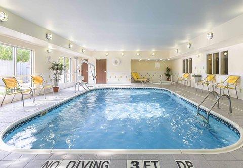 Fairfield Inn & Suites Holland - Indoor Pool   Whirlpool