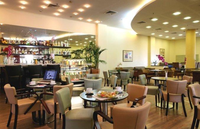 Leonardo Hotel Tiberias Bar/salónek
