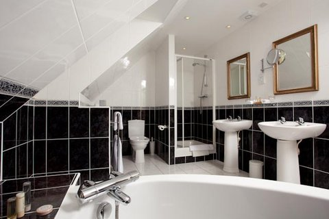 Greenhills Country Hotel - Deluxe Bathroom
