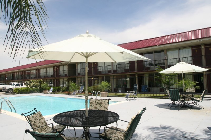Deluxe Motel - Slidell, LA