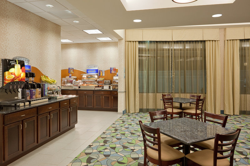 Holiday Inn Express Plainville Gastronomia
