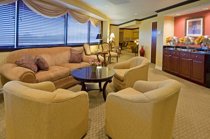 Crowne Plaza Hotel Edison Muuta