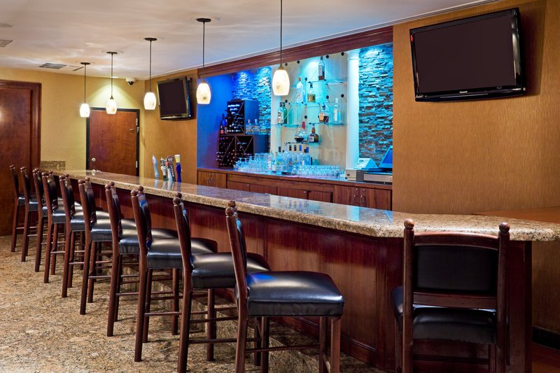 Crowne Plaza Hotel Edison Baari/lounge